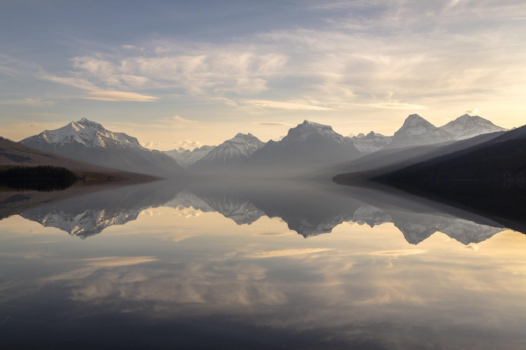 negative-space-reflection-lake-mountains-morning-p_4f77332c923286221d0117c9622db49c